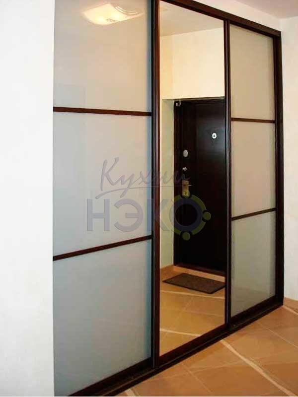 Шкаф-купе 3-х створчатый с зеркальной и комбинированными створками