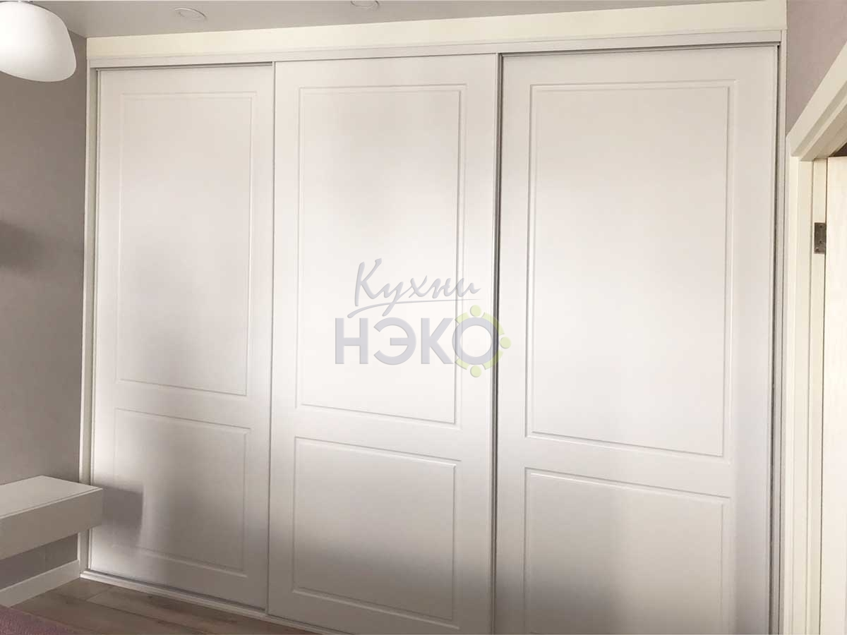 Шкаф-купе 3-х створчатый со створками из МДФ панелей