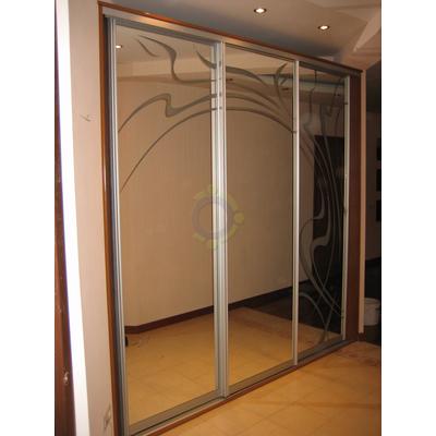 Шкаф-купе 3-х дверный, двери - зеркало с пескоструйным рисунком