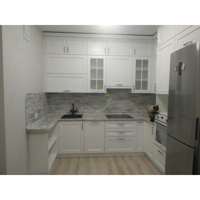 Встроенная кухня, белая неоклассика