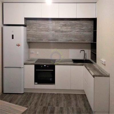 Белая кухня с фасадами Mattelux