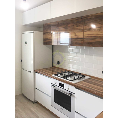 Кухня на заказ с древесными фасадами