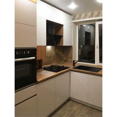 Угловая кухня в потолок